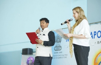 Consulate General of India in Vladivostok organized yoga masterclass in Far Eastern Federal University with support of Sarasvati and Shiva Shakti yoga studios.