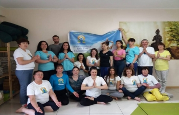 "Consulate General of India with support of ""Om"" yoga studios organised Yoga masterclass in Lesozavodsk."